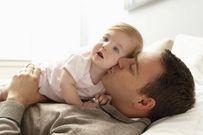 Vì sao các ông bố trẻ lại bị trầm cảm sau sinh?