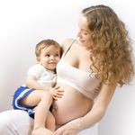 Thực hư chuyện mẹ vừa mang bầu vừa cho con bú, thai nhi sẽ còi cọc, suy dinh dưỡng