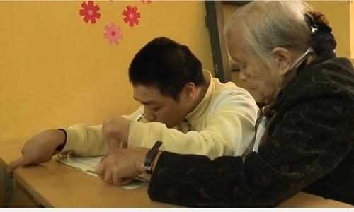 ba giao gia 19 nam gieo con chu mien phi cho tre mac benh dao tu kygiua thu do hpn.jpg