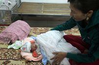 Bé trai sơ sinh nặng 3,1 kg bị bỏ rơi ở cạnh mương thủy lợi