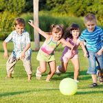 5 lợi ích tuyệt vời khi mẹ thường xuyên cho trẻ chơi thể thao đồng đội