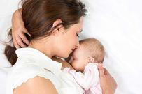 Trẻ sơ sinh bú mẹ đi ngoài và chậm tăng cân có phải do mẹ ăn đồ nóng, thức ăn lạ?