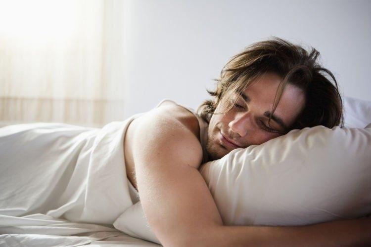 đàn ông ngủ mơ thấy mình mang thai