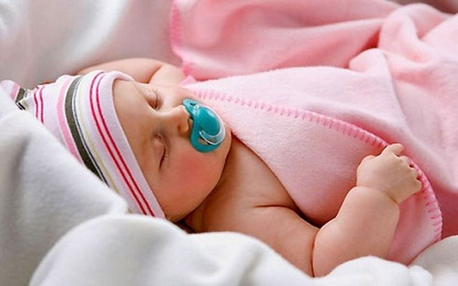 em bé ngủ
