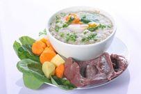Cháo cật heo cho bé nấu với cà rốt và rau ngót