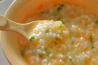 Cháo tôm cho bé nấu với 2 loại rau củ bổ dưỡng