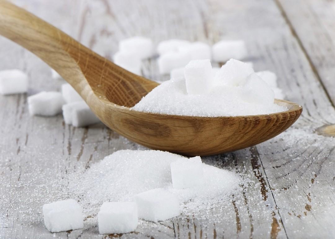 chon đường trắng để làm nước mắm