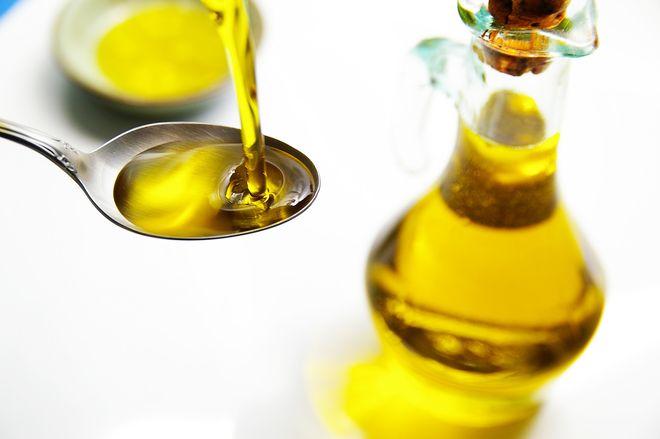 cho dầu ăn vào cháo