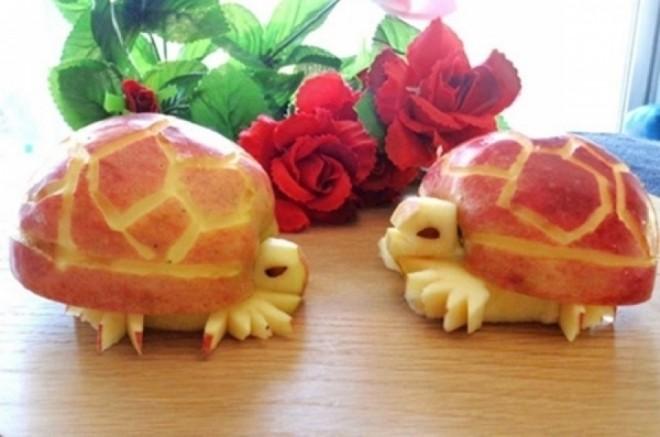 tạo hình rùa đáng yêu từ quả táo