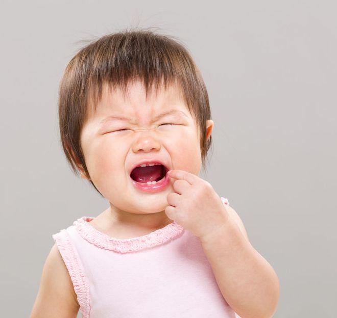trẻ mọc răng