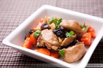 Gà om nấm - vị ngon thanh và đặc trưng với nấm hương