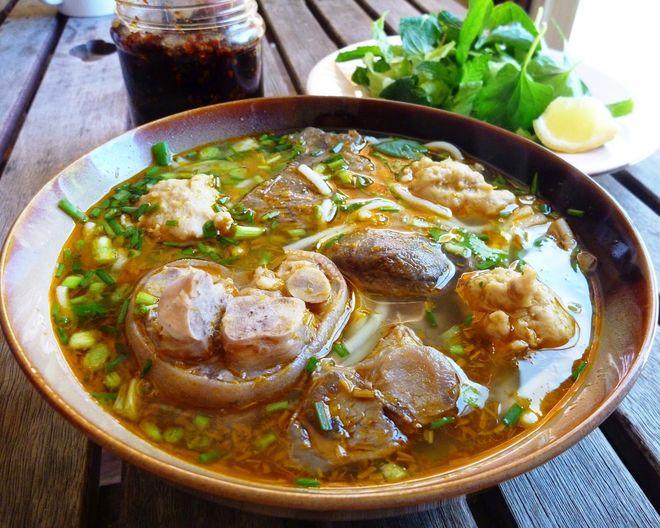 bánh canh thịt heo được khách nước ngoài ưa chuộng
