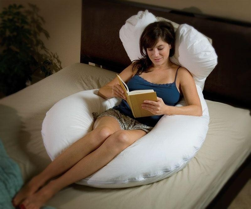 mẹ bầu đọc sách