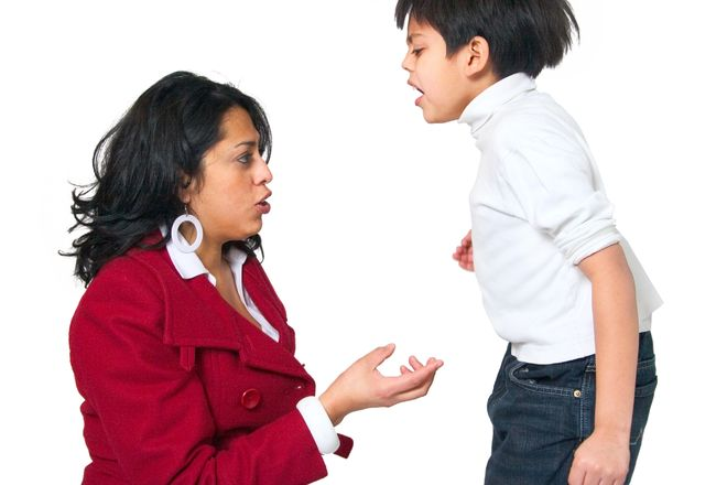trẻ cáu giận với mẹ