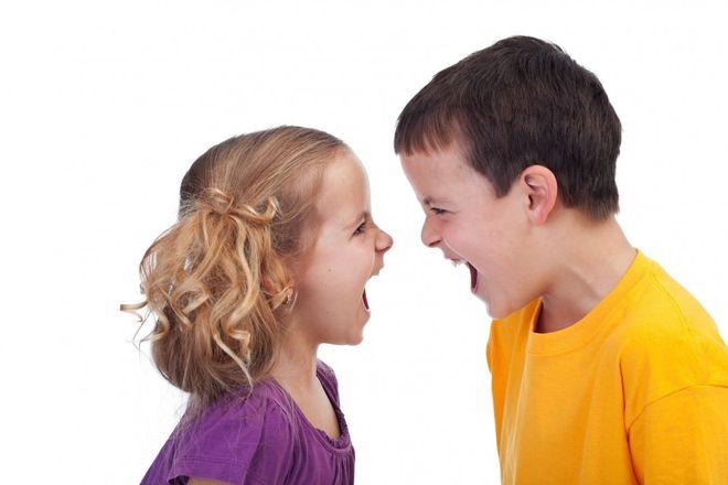 trẻ cãi nhau