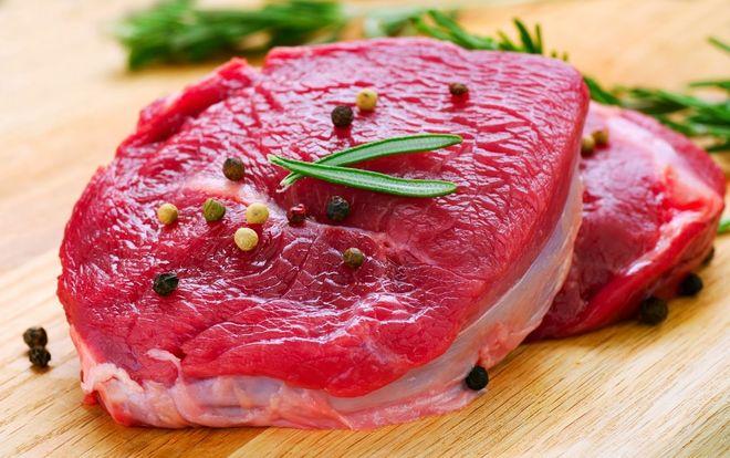 cắt và ướp thịt bò