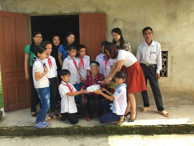 dạy trẻ quan tâm đến người khác