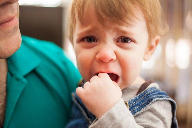 bé khóc nhiều