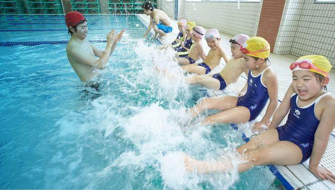 tập bơi bằng chân