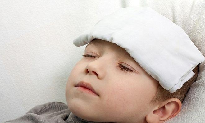 trẻ chích ngừa bị sốt