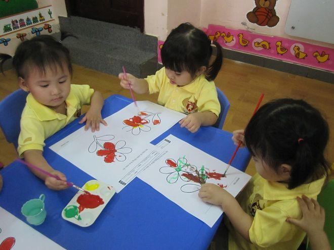 các bé cùng tập tô màu