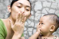 Giúp bé tập nói bằng cách trò chuyện với con hàng ngày