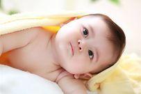 Chân vòng kiềng ở trẻ sơ sinh và những điều mẹ cần lưu ý