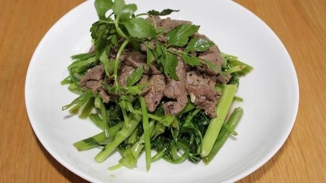 rau cần xào thịt bò
