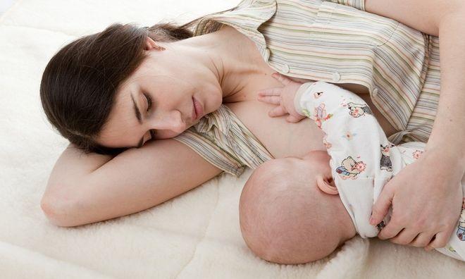 cách bế trẻ sơ sinh