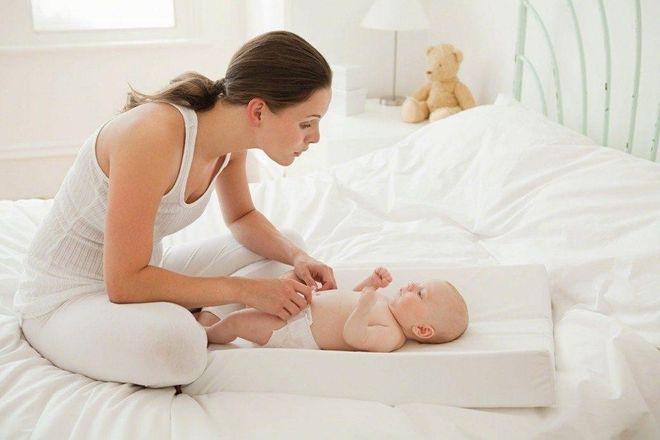 chăm sóc trẻ sơ sinh mùa hè