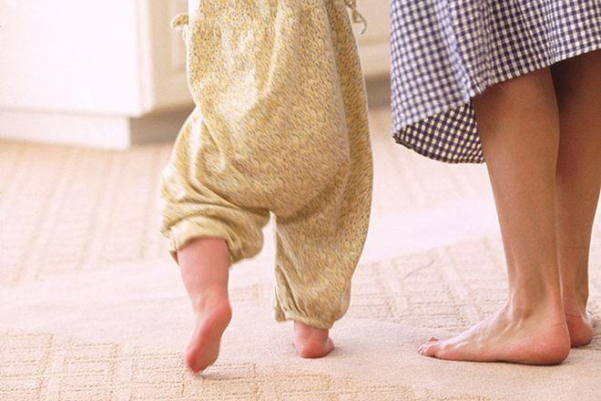 đôi chân mẹ và bé