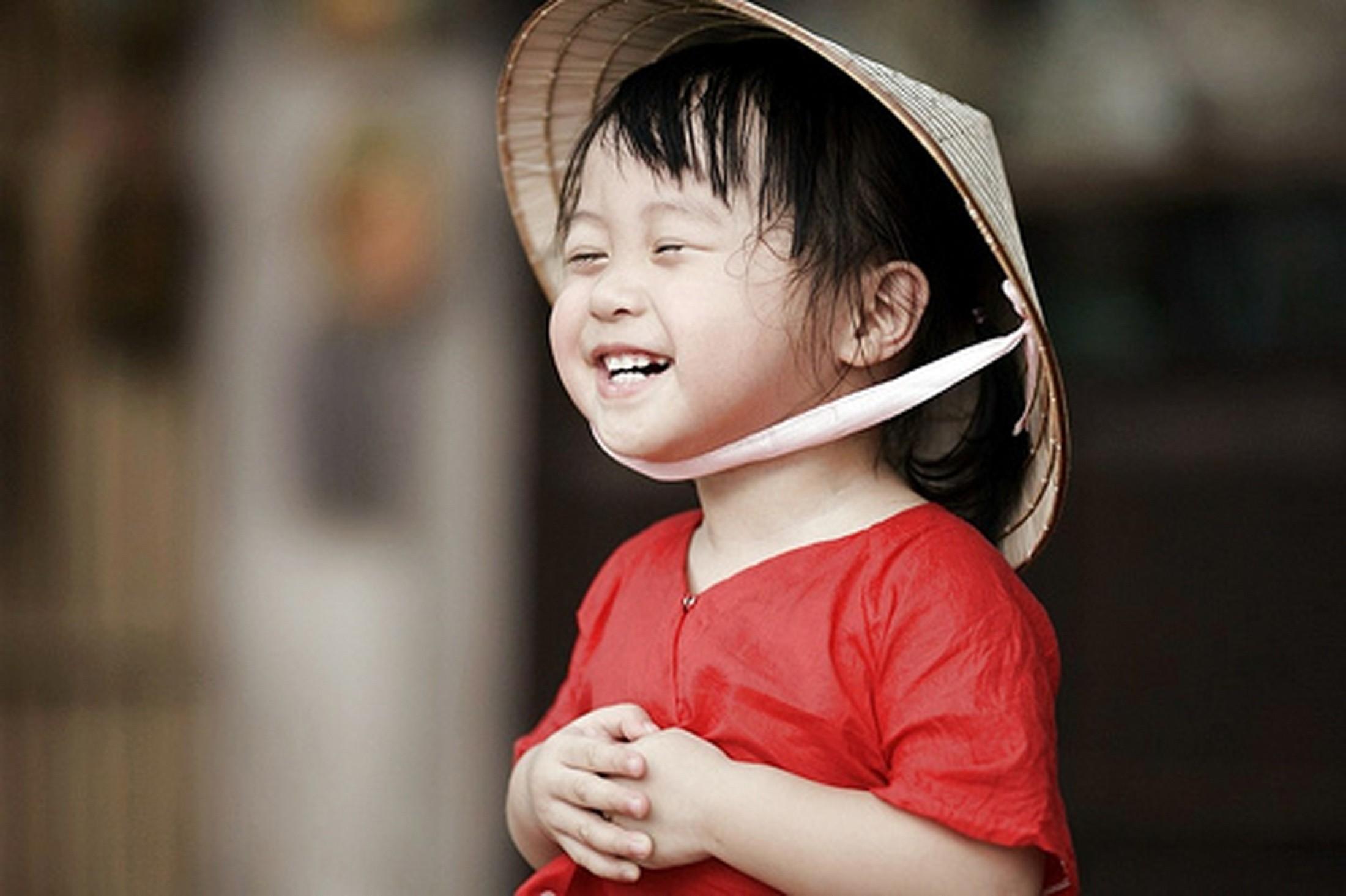 trẻ cười