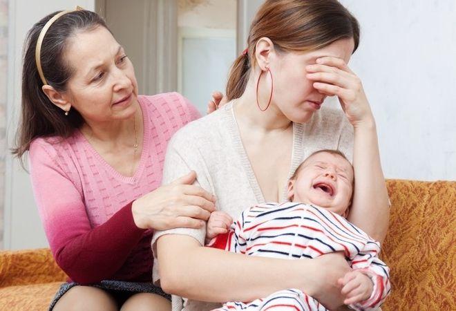 mẹ mệt mỏi vì bé hay khóc