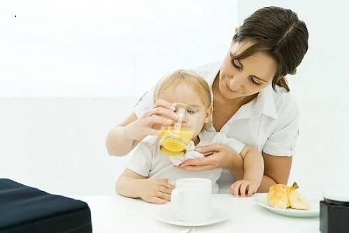 trẻ mấy tháng uống được nước cam