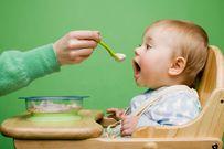 Trẻ 11 tháng tuổi ăn hay ngậm và cách khắc phục dành cho mẹ