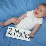 Trẻ 2 tháng tuổi và việc chăm sóc bé đúng cách trên nhiều phương diện