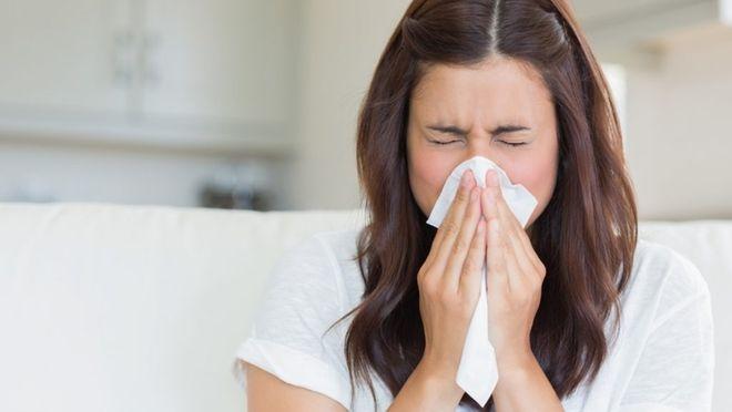 bịt mũi sẽ hạn chế máu chảy ra