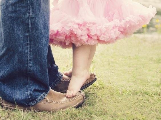 chân bé gái