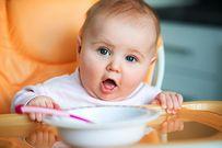 Trẻ 8 tháng tuổi nên có chế độ ăn uống và vui chơi như thế nào?