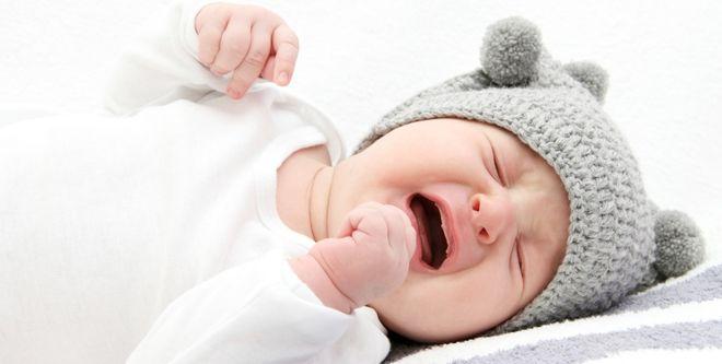 trẻ sơ sinh 8 tuần tuổi hay quấy khóc