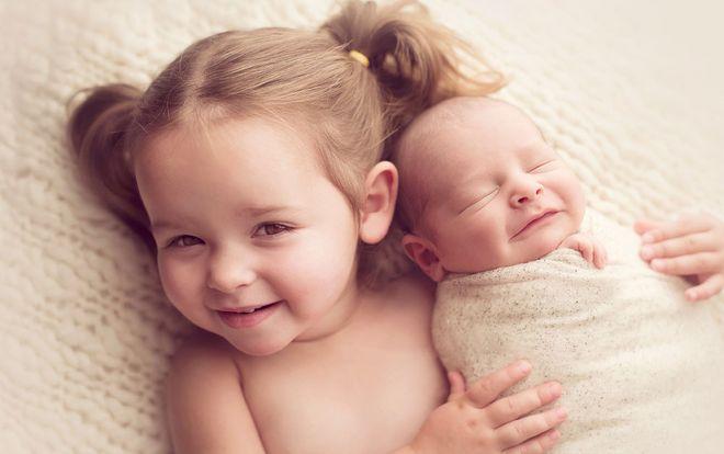 bé và chị