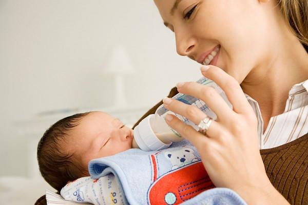 Hướng dẫn mẹ cách chăm sóc trẻ 2 tháng tuổi