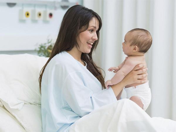 trông trẻ sơ sinh theo giờ