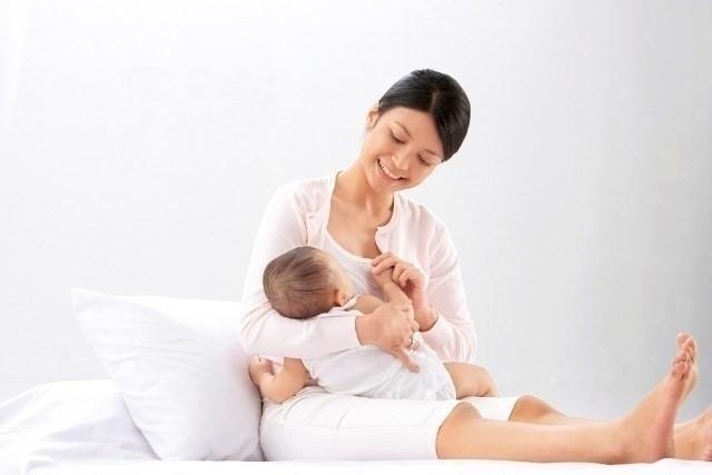 chăm sóc bé sơ sinh