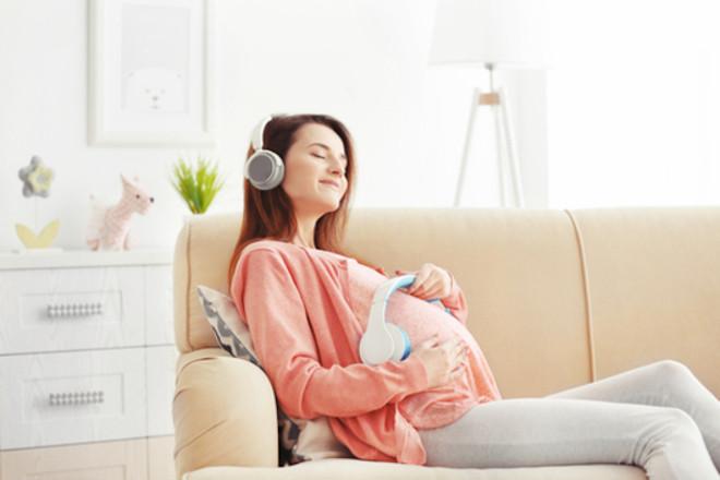 thai nhi phản ứng với âm thanh