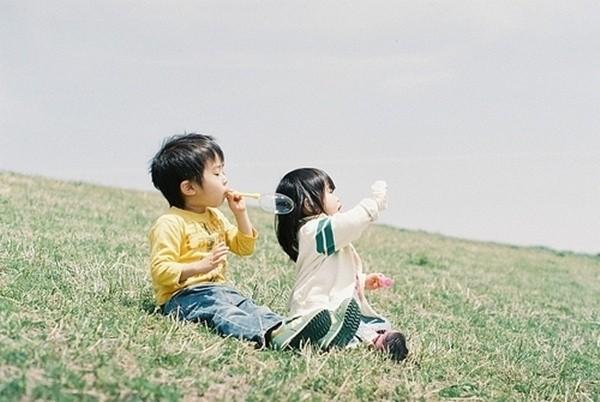bé trai và bé gái