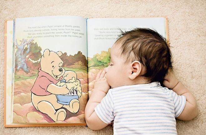 đọc sách cho bé sơ sinh