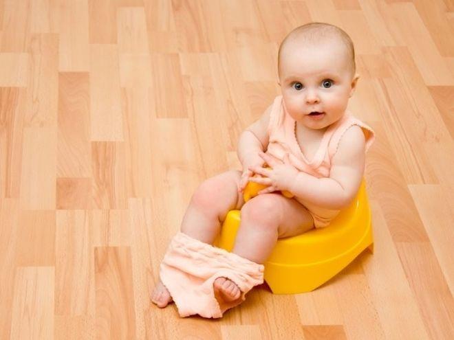 trẻ sơ sinh đi tiểu nhiều lần trong ngày