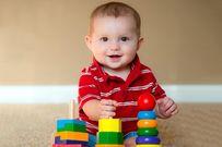 Trẻ 7 tháng tuổi biết làm những gì và phát triển như thế nào?