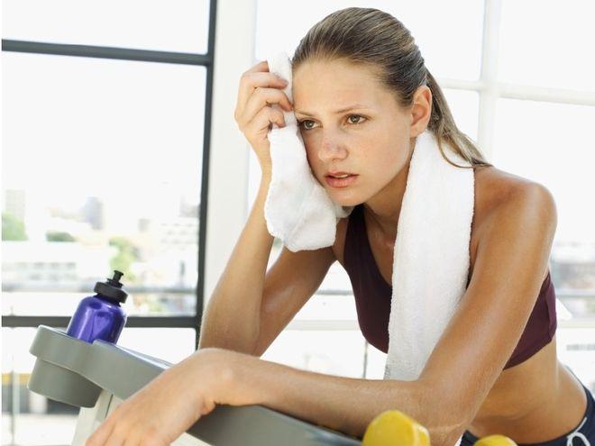 không nên tập luyện quá mức sẽ ảnh hưởng tới ngày rụng trứng